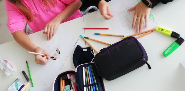 Kinder beim Zeichnen